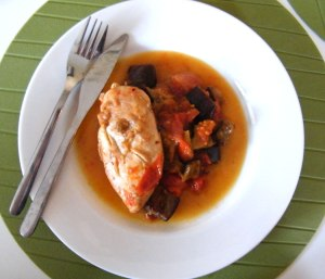 Chicken with aubergines, tomatoes and garlic